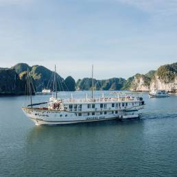 Ha Long Bay Cruise, Indochina Sails, Where to stay in Ha Long Bay, What to see in Ha Long Bay, Junk boat cruise in Ha Long Bay, Ha Long, Cat Ba, Boat tours in Ha Long.